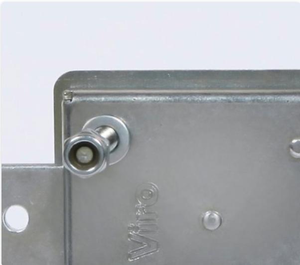 La caja de la cerradura acorazada para cortinas metálicas enrollables Viro serie 8270 es de acero zincado de espesor aumentado (2 mm).